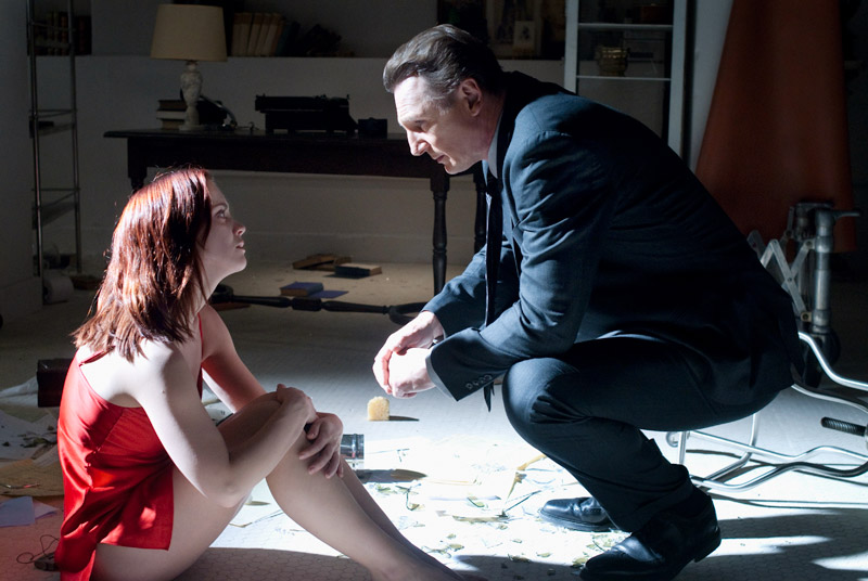 Liam Neeson_and_Christina_Ricci_in_After.Life_WEB